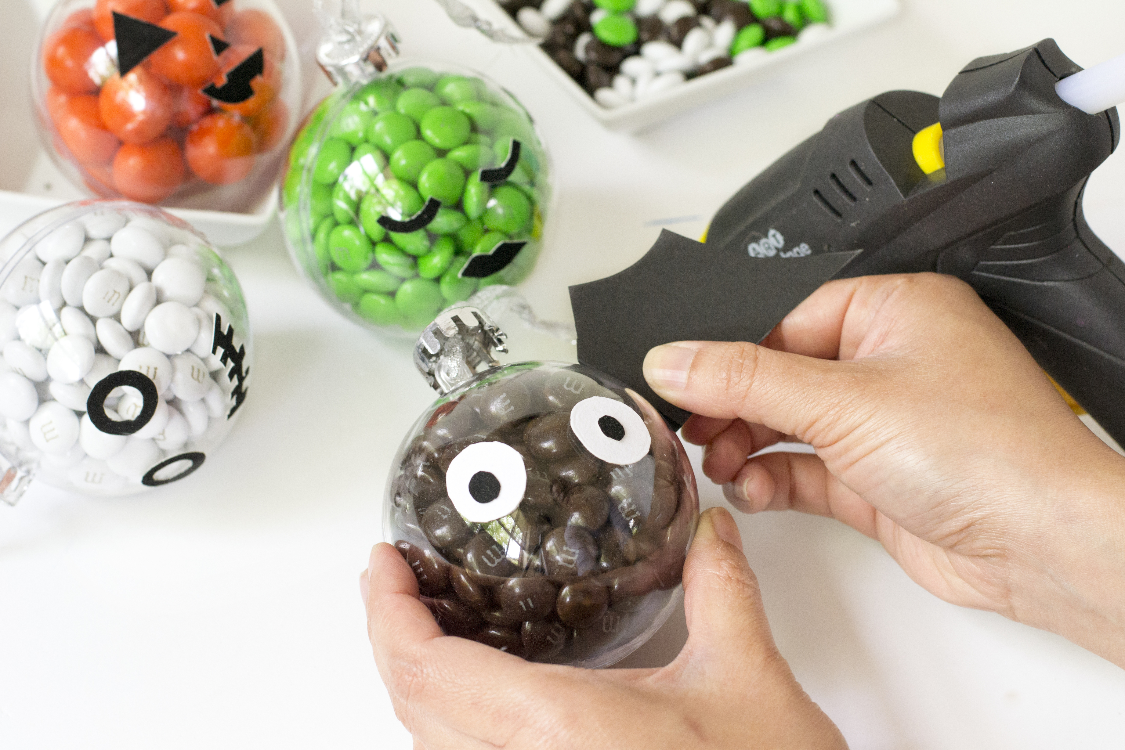 halloween_baubles_step7_large_80